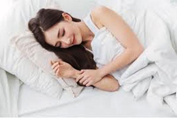 Thực hiện trườm ấm lên vùng bị đau để giảm triệu chứng